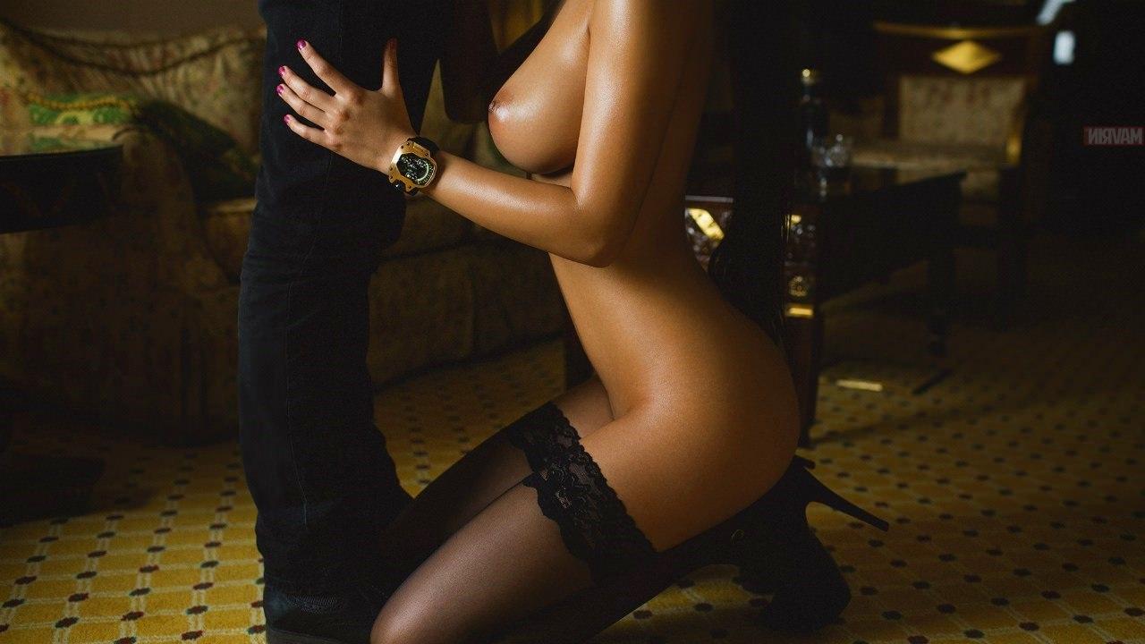 фото голые девушки на коленях - 8