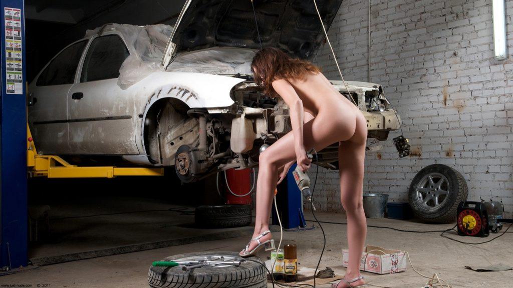 v-garazhe-erotika