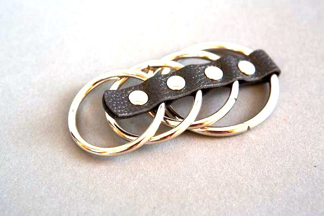 Четыре эрекционных кольца на кожаном ремешке