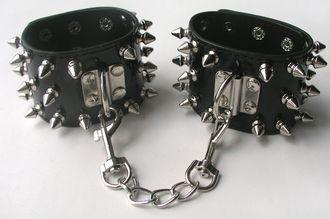 Черные БДСМ наручники с шипами
